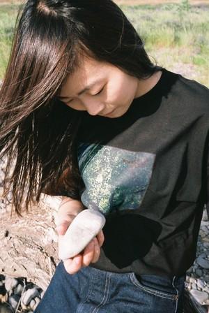【セール】「WONDER ESCAPE」フォトTシャツ (黒)