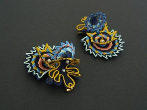 ARRO / Embroidery earing / DANCING SHELLS / NAVY