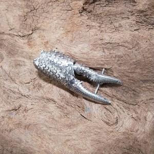 アメリカザリガニ第一胸脚ピアス