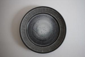 うつわうたたね|黒土リム線刻皿