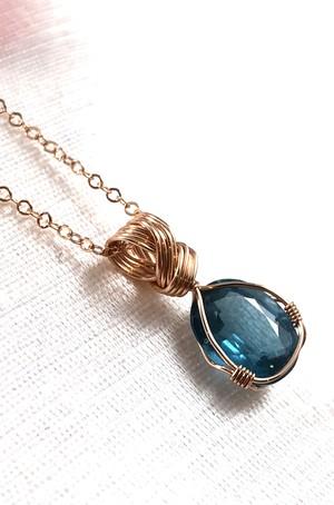 【ブルーグリーンの静寂】カイヤナイト宝石ペンダント