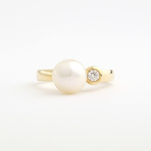 Akoya pearl & diamond ring