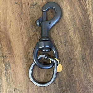Button Works ボタンワークス Black Line Swivel Horse Shoe