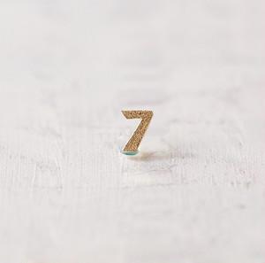 \ NEW / Numéro / 7