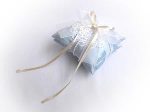 ◆お値下げしました◆タティングレース&ブルーサテンのドイリーなリングピロー