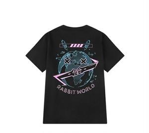 メンズ半袖Tシャツ。地球とロゴプリントユニセックスOKブラックカラー