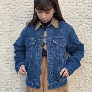"(LOOK) ""Levi's"" design denim jacket"