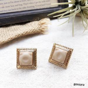 スクエアアイボリー pierce(ピアス)/earring(イヤリング)