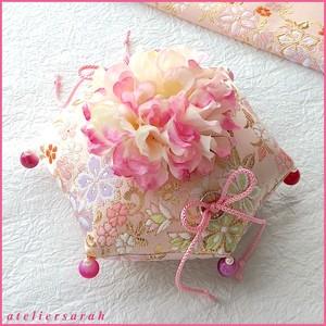 淡いピンクの亀甲形の和風リングピロー