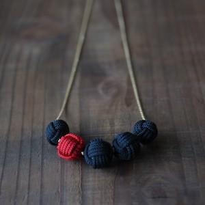 こぶし結びの5連ネックレス-black