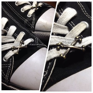 "Shoelace Accessory ""CROSS BONES"""