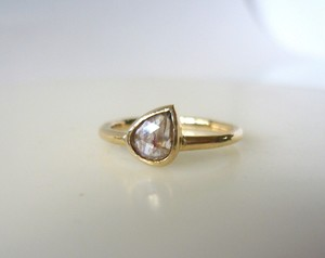 ナチュラルダイヤのK14の指輪(ペアシェイプ)