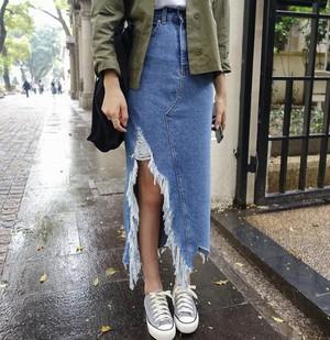 Damage slit long denim skirt