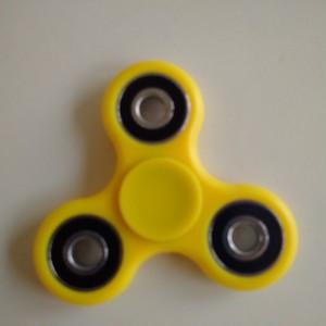 送料込み Hand Spinner イエロー 指スピナー 高速回転・超人気モデル