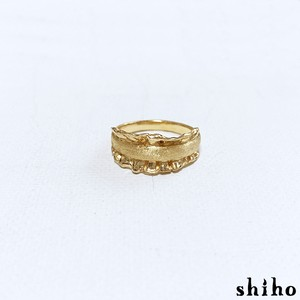 サイドにフリルをあしらったリング【side frill ring(gd)】