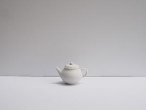 小林千恵 白磁茶壺