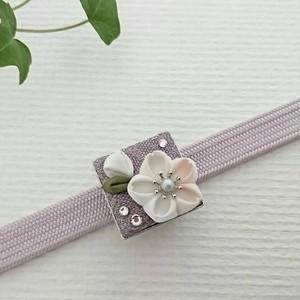 揺れるつぼみと花盛り桜の帯留め