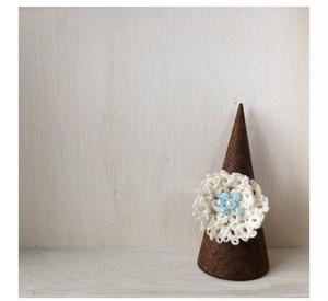 タティングレースの指輪(水色ビーズのお花)