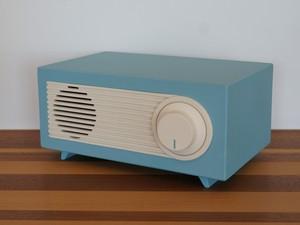 パステルカラーのアンティークラジオ風スピーカー
