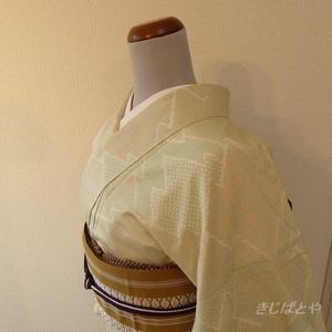 正絹紬 白地に松皮菱の小紋 袷