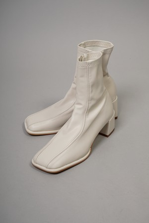 SWITCHING STRETCH SHORT BOOTS  (WHITE) 2108-13-19