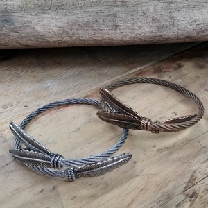 *Limited * Three feather motif Bangle