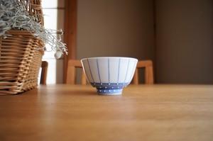 砥部焼/お茶碗/点線とイッチン/皐月窯