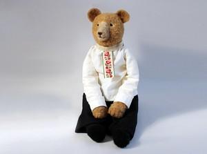 ロシアの民族衣装を着たクマ