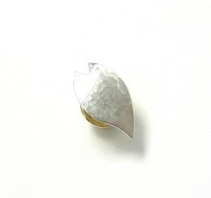 桜の槌目模様の花びら シルバーピンブローチ