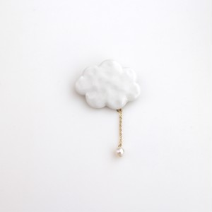 雲ブローチ