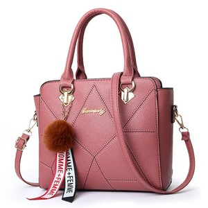 PUレザー サックメインファーボールハンギングハンドバッグ Pink