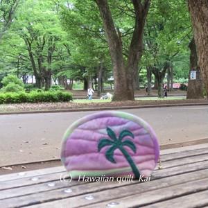紫青の夕焼け ハワイアンキルトで作るヤシの木のポーチ Mサイズ Kaiオリジナルデザイン(kaiのLogo使用)シェイズテキスタイルskyを使った可愛いポーチ