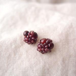 【天然石の刺繍ピアス】garnet × pearl・onion