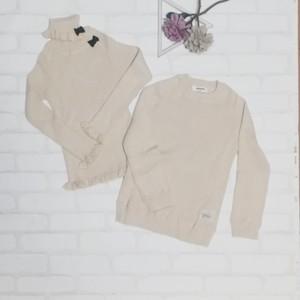 綿ニット リブハイネックセーターとリブリボン付きタートルネックセーターのセット(ベージュ) 双子ベビーキッズ服2枚セット<19aw-mt001r>