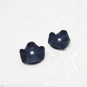 羊革の紫陽花 濃紺 * つまみ細工 シープレザー ピアス・イヤリング / ¥ 1,500
