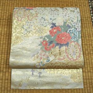 薄いグレー地に金糸と花車 袋帯