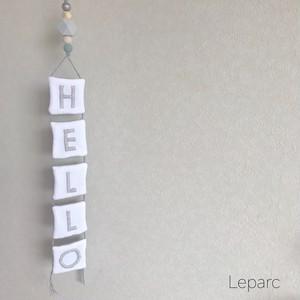 刺繍タペストリーgray【HELLO】