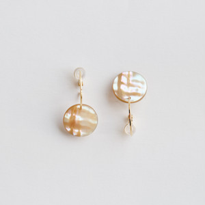 """to cosmos"" Shell clip-on earrings"