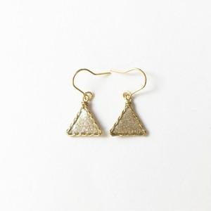 三角ピアス【ゴールドフレーム×ゴールドラメ】