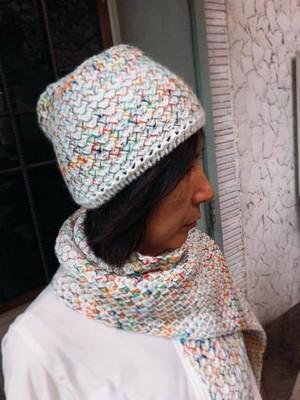 【プレゼントに人気♪】フランス製ニットマフラー&ニット帽のセット   メリヤス編み白レインボー