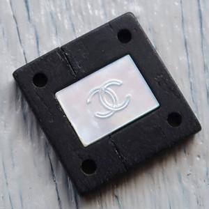 702 CHANEL(ヴィンテージ シャネル) COCOマーク シェル&ウッド ボタン ブラック