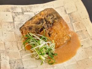 骨までとろとろ鯖の味噌煮