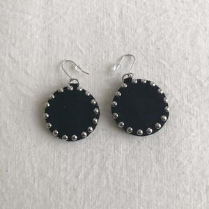 line-studs pierce / black