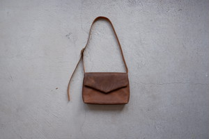ohta brown letter bag (brown)