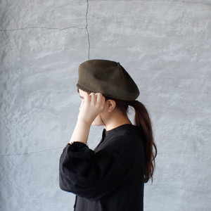 mature ha. (マチュアーハ )beret top gather big silk deep olive 送料無料
