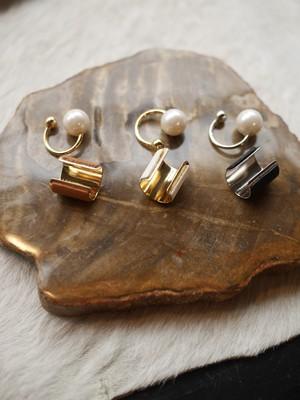FUMIE = TANAKA /  leather pearl earcuff ( WHITE / BROWN / BLACK )