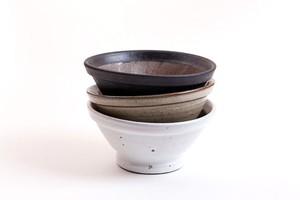 加藤智也さんのすり鉢「Chai」6寸(鉄黒・藁白・藁灰)