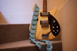 folklole / light blue【ウロコのようなギターストラップ】