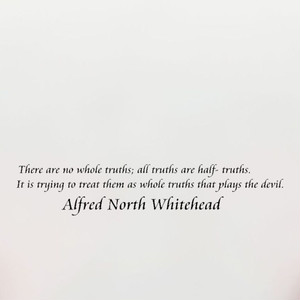 アルフレッド・ノース・ホワイトヘッドの英字ステッカー 完璧な真実などない。