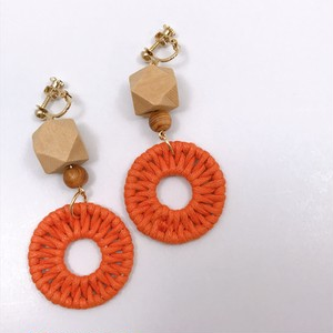 【s351】屋久杉付きオレンジラタンイヤリング